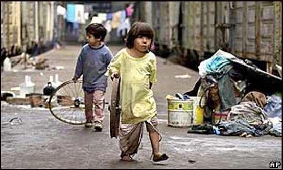 http://www.lavozdesancarlos.com.ar/imagenes/actualidad24052007-ninios-pobres.jpg